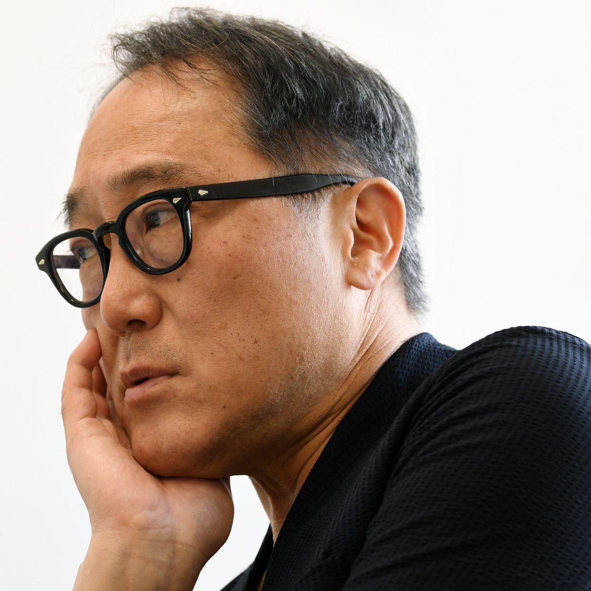 写真・図版 : インタビューで話す佐野史郎さん=6月20日、東京・南青山。朝日新聞社