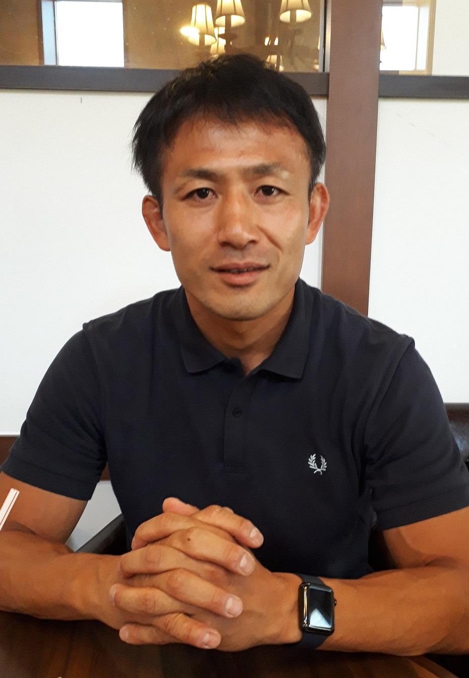 写真・図版 : ラグビーと教育について語る小野沢宏時さん=2019年7月29日、静岡市