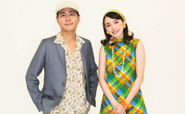 写真・図版 : 飯豊まりえ(右)と宅間孝行=宮川舞子 撮影