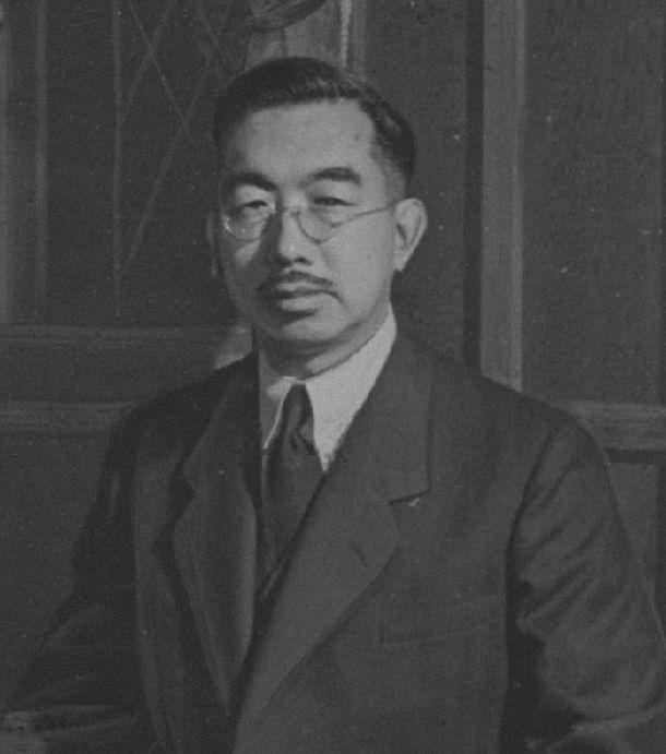 写真・図版 : 1952年ごろの昭和天皇=皇居