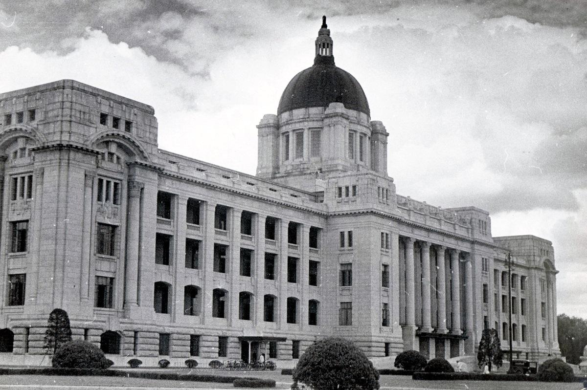 写真・図版 : 植民地支配の拠点だった朝鮮総督府=1930年代撮影、韓国・京城(ソウル)