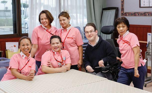 写真・図版 : アゼリーグループで働く外国人スタッフ=提供