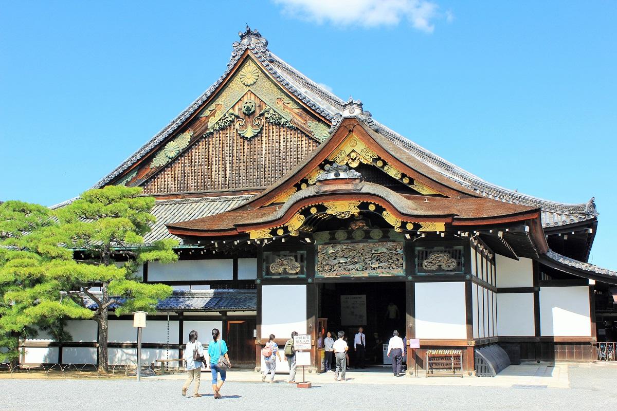 写真・図版 : 二条城の国宝・二の丸御殿。国内で唯一残る城郭の御殿として貴重だ=京都市、筆者撮影