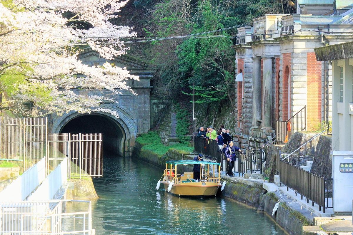 写真・図版 : 明治期に完成し、京都の近代化を支えた琵琶湖疏水=京都市、筆者撮影