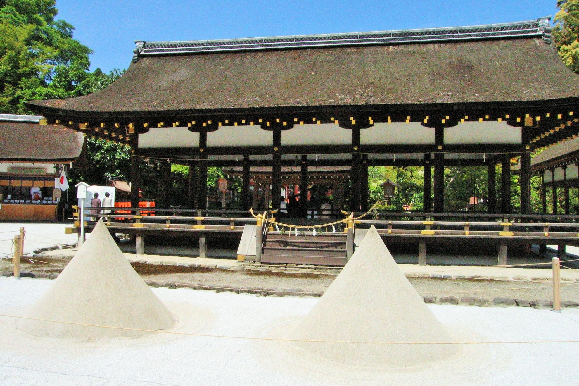 写真・図版 : 下鴨神社とともに平安時代以降「山城国一之宮」となった上賀茂神社=京都市、筆者撮影