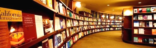 写真・図版 : 필자가 재직하고 있는 메이지학원대학 중앙도서관 내부= 필자 제공