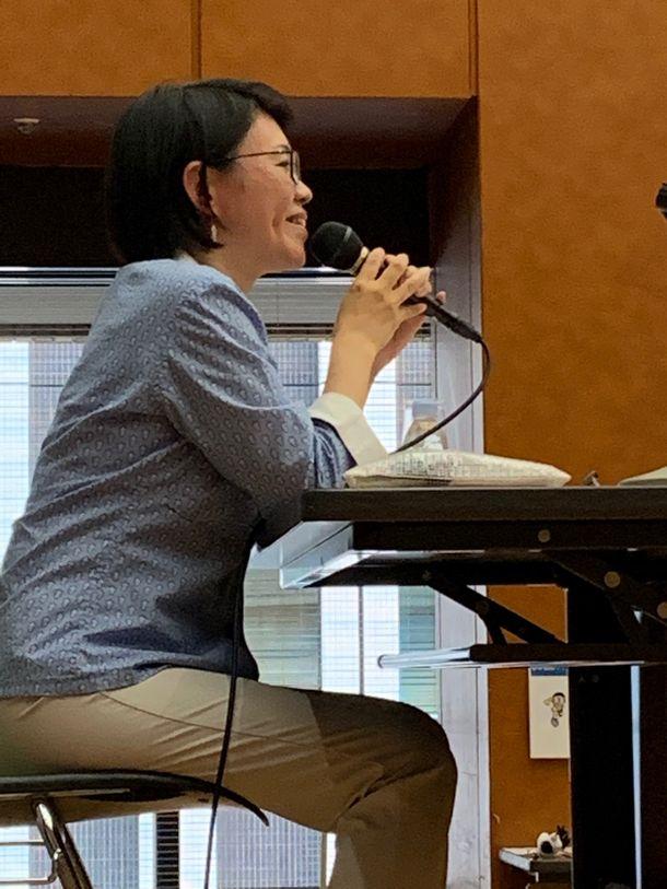 写真・図版 : ワークショップの講師、古屋絢子さん