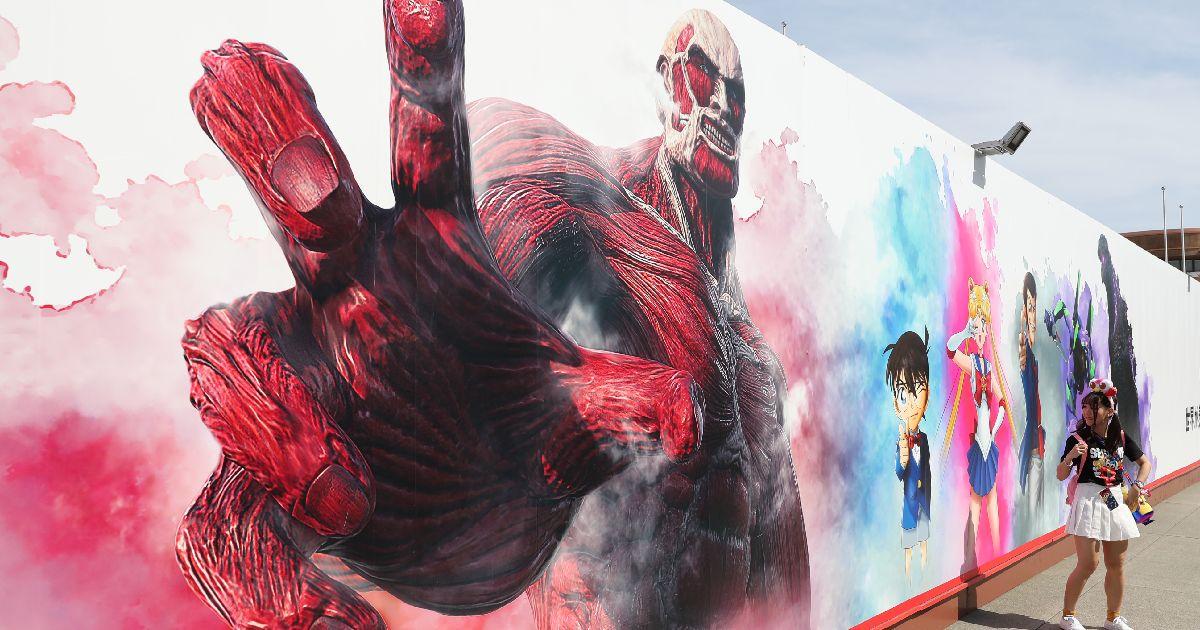写真・図版 : 夏のイベントの新アトラクションの看板が飾られていたユニバーサル・スタジオ・ジャパン=2019年5月30日、大阪市此花区