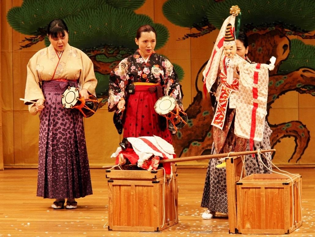 写真・図版 : 三番叟まわし=徳島県立阿波十郎兵衛屋敷提供