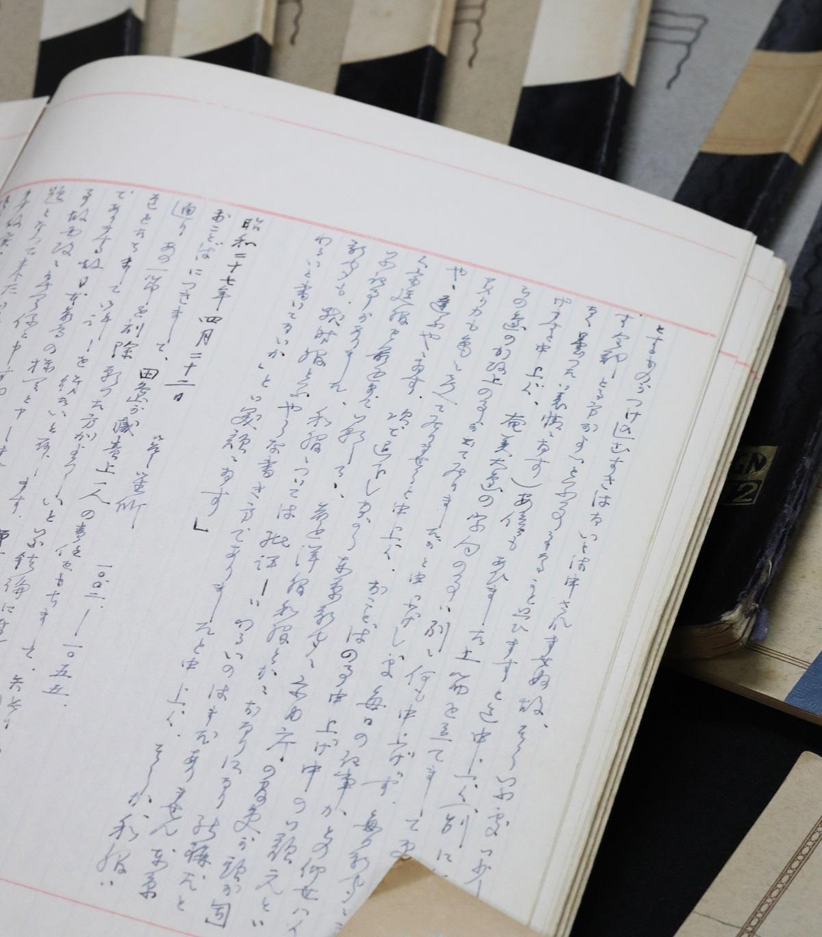 田島道治が昭和天皇とのやりとりを記した「拝謁(はいえつ)記」など。何冊ものノートや手帳にびっしりと書き込まれている=2019年8月19日午前、東京都渋谷区のNHK放送センター