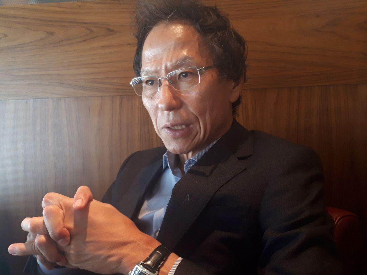 写真・図版 : 取材に応じる姜尚中・東大名誉教授=7月、東京都内。藤田撮影