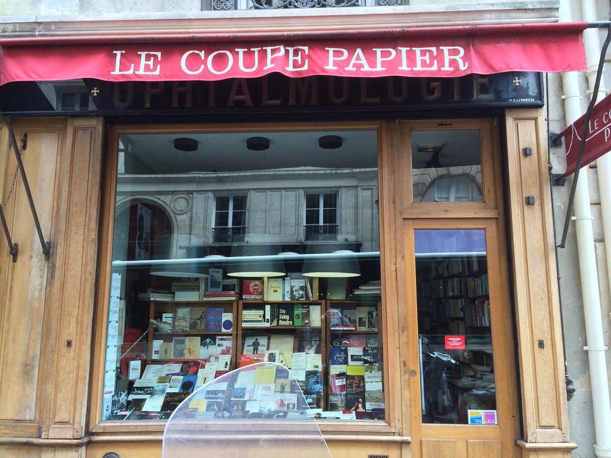 写真・図版 : パリの書店「Le Coupe Papier」=筆者提供