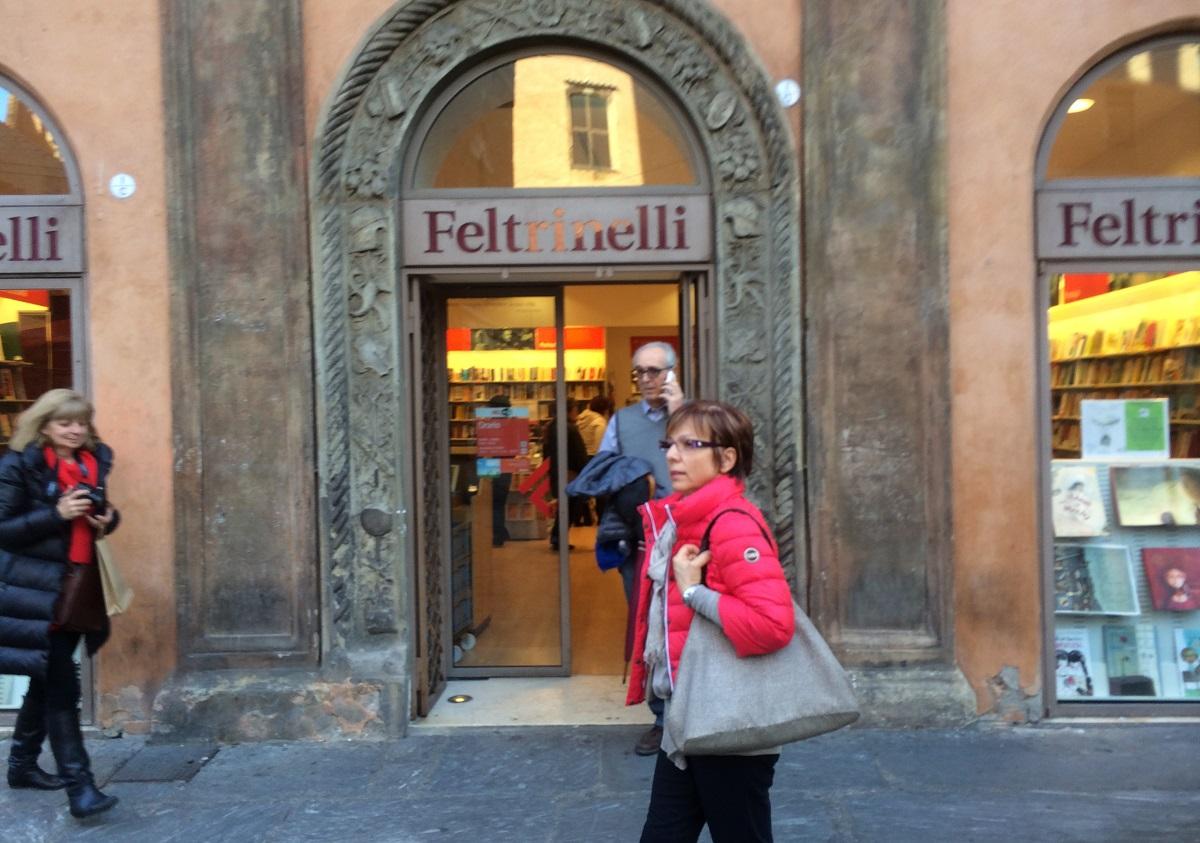 写真・図版 : イタリア・ボローニャの書店「フェルトリネッリ」=筆者提供