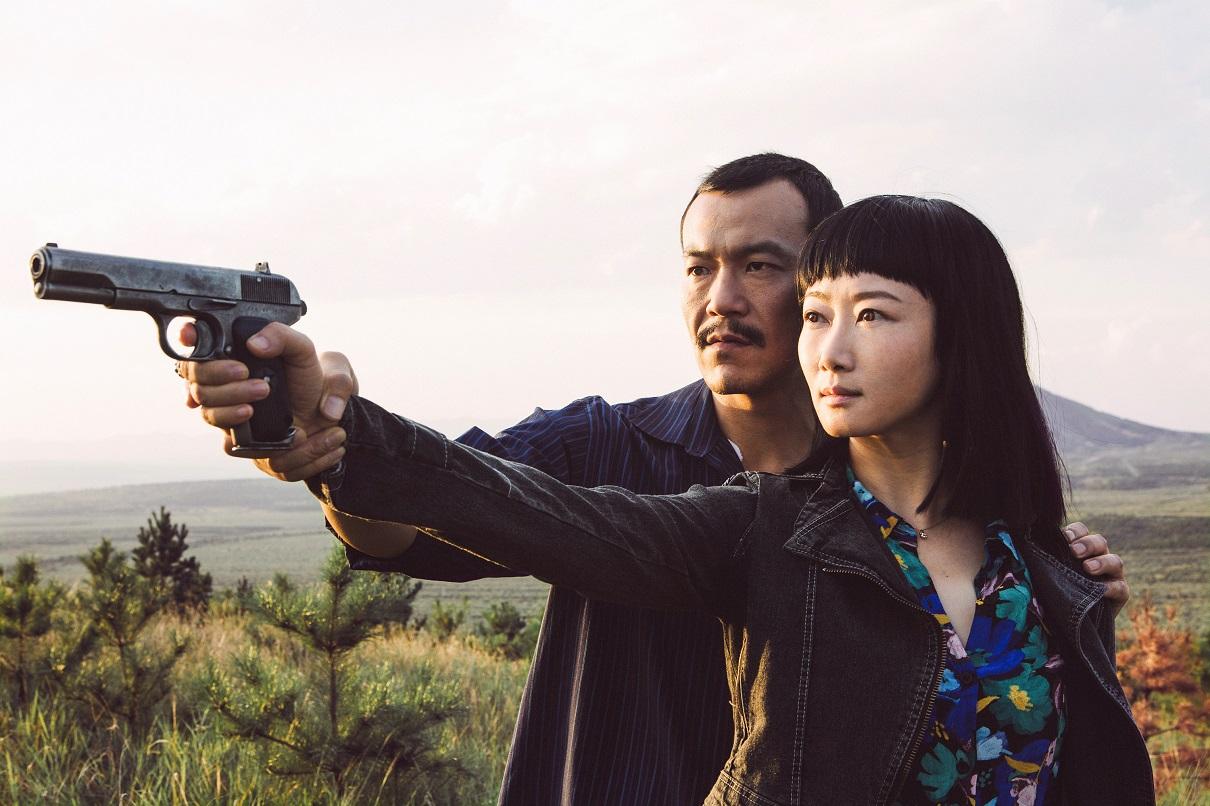 『帰れない二人』 チャオチャオ(左、チャオ・タオ)と彼女の恋人ガオ・ビン(リャオ・ファン) (c)2018 Xstream Pictures (Beijing) - MK Productions - ARTE France All rights reserved