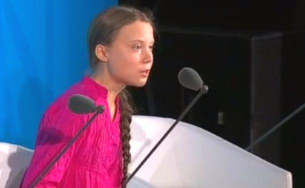 写真・図版 : 怒りをあらわにしながらスピーチするグレタ・トゥンベリさん=国連本部で 国連HPから