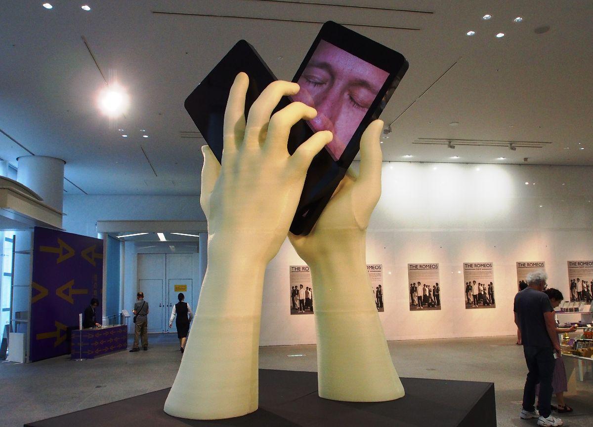 写真・図版 : 「あいちトリエンナーレ2019」に出典された「情の時代」を象徴するエキソニモの作品=2019年8月2日、愛知県美術館