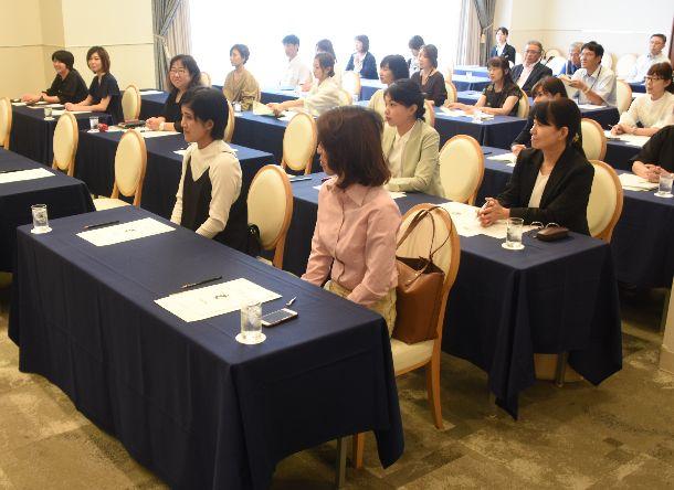 写真・図版 : 消費税増税前に和歌山商議所で開かれた事業者セミナー。参加者は「不安ある」=2019年9月24日、和歌山市七番丁