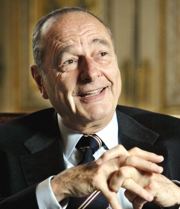 写真・図版 : ありし日のシラク仏大統領=2003年2月21日、パリ・エリゼ宮