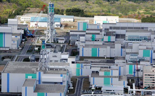 写真・図版 : 日本原燃の核燃料再処理工場=2008年5月11日