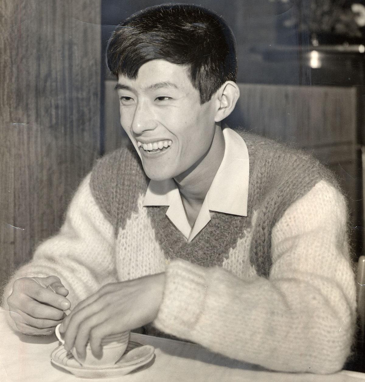写真・図版 : デビュー翌年の舟木一夫さん=1964年