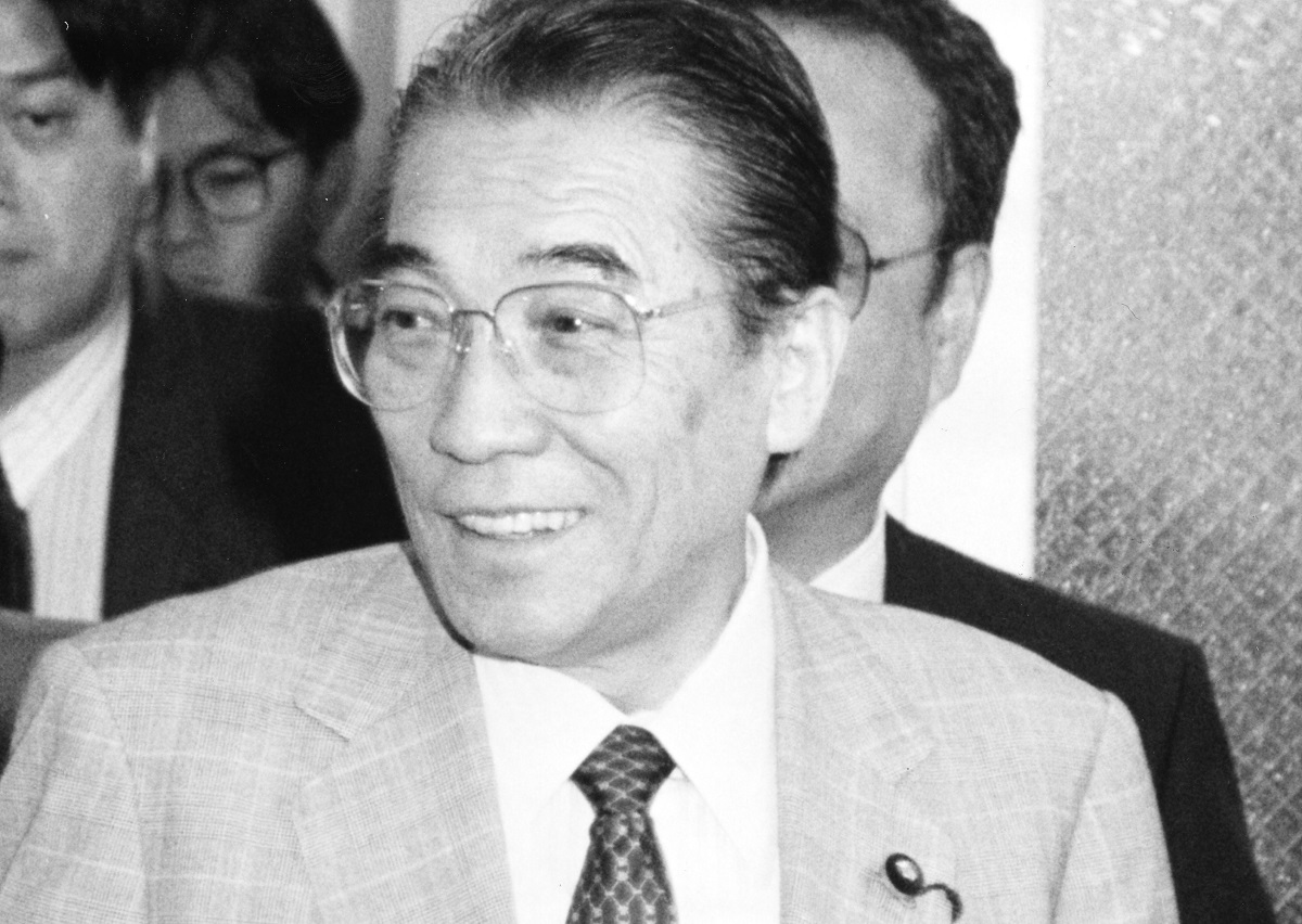 写真・図版 : NHKから転身後は、衆参で国会議員(社会党)を務めた上田哲氏