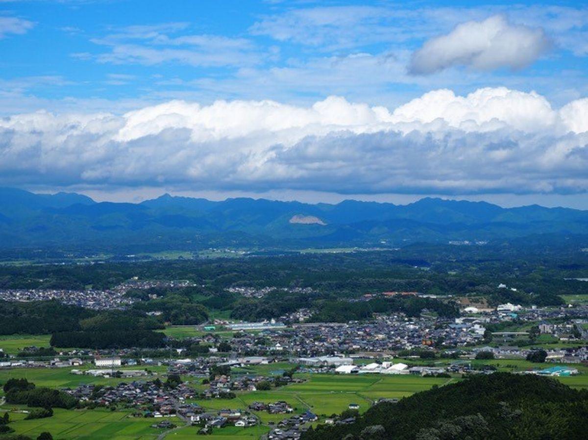 写真・図版 : 甲賀市の山からの見晴らし=南雲さん提供
