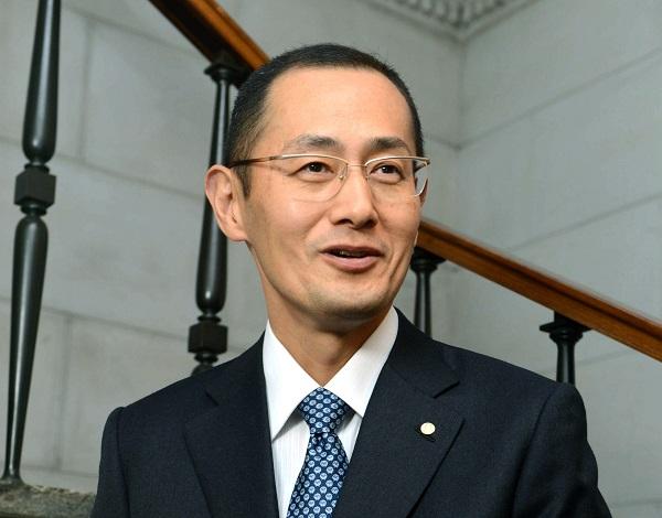写真・図版 : 2012年にノーベル医学生理学賞を受けた山中伸弥氏。旬の時期を外さずに受賞した=池田良撮影