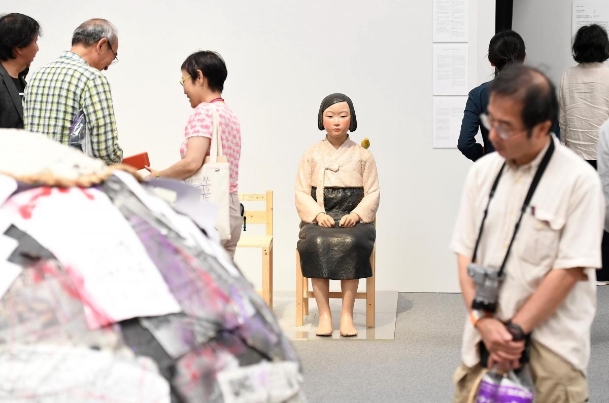 写真・図版 : 展示が再開されたあいちトリエンナーレの「表現の不自由展・その後」=2019年10月11日午後2時19分、名古屋市東区の愛知芸術文化センター