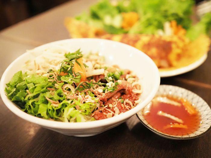 写真・図版 : 一皿で様々な食感が楽しめるブンティッツヌオン