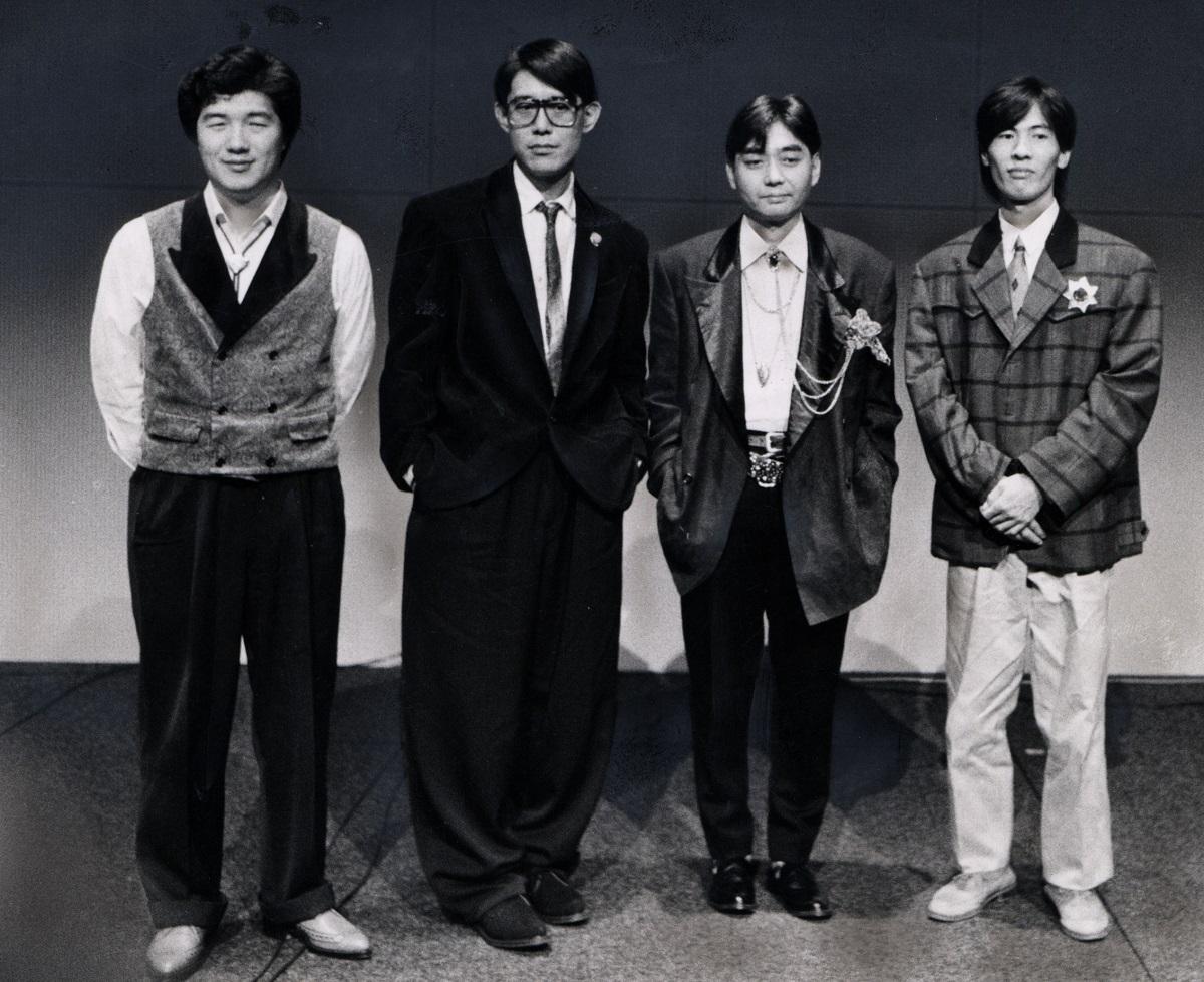 写真・図版 : 1985年夏、12年ぶりの演奏をした当時の「はっぴいえんど」。左から大滝詠一さん、松本隆さん、細野晴臣さん、鈴木茂さん
