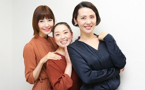 写真・図版 : 左から、十碧れいや、花陽みく、緒月遠麻=宮川舞子 撮影