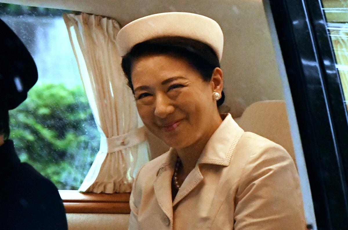 「即位礼正殿の儀」のため、赤坂御所を出る皇后さま=2019年10月22日