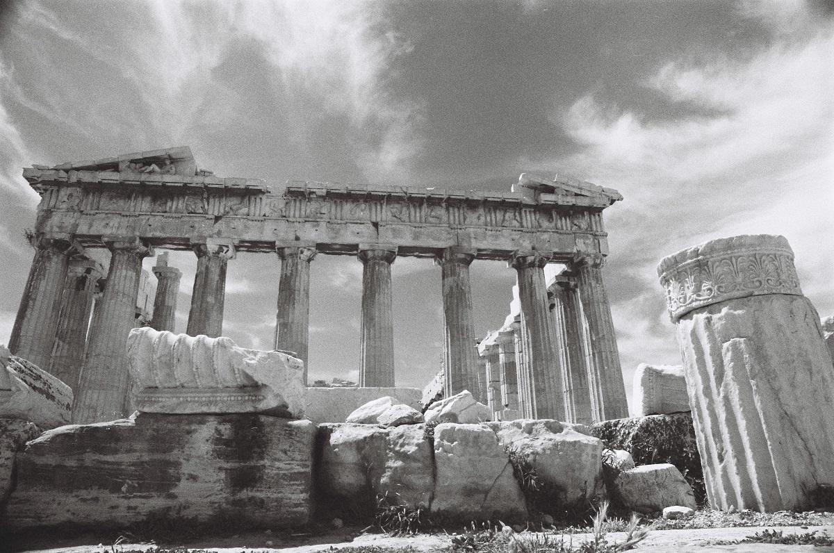 写真・図版 : ギリシャ・アクロポリスの丘にあるパルテノン神殿