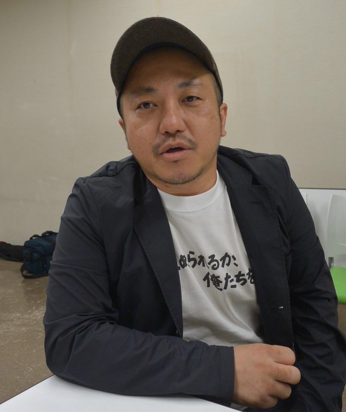 写真・図版 : 白石和彌 映画監督。11月8日の新作『ひとよ』(配給・日活)の公開を控えて超多忙の中、抗議のための上映ボイコット行動を起こした。今年の劇場公開は『麻雀放浪記2020』『凪待ち』に続いて3作品目