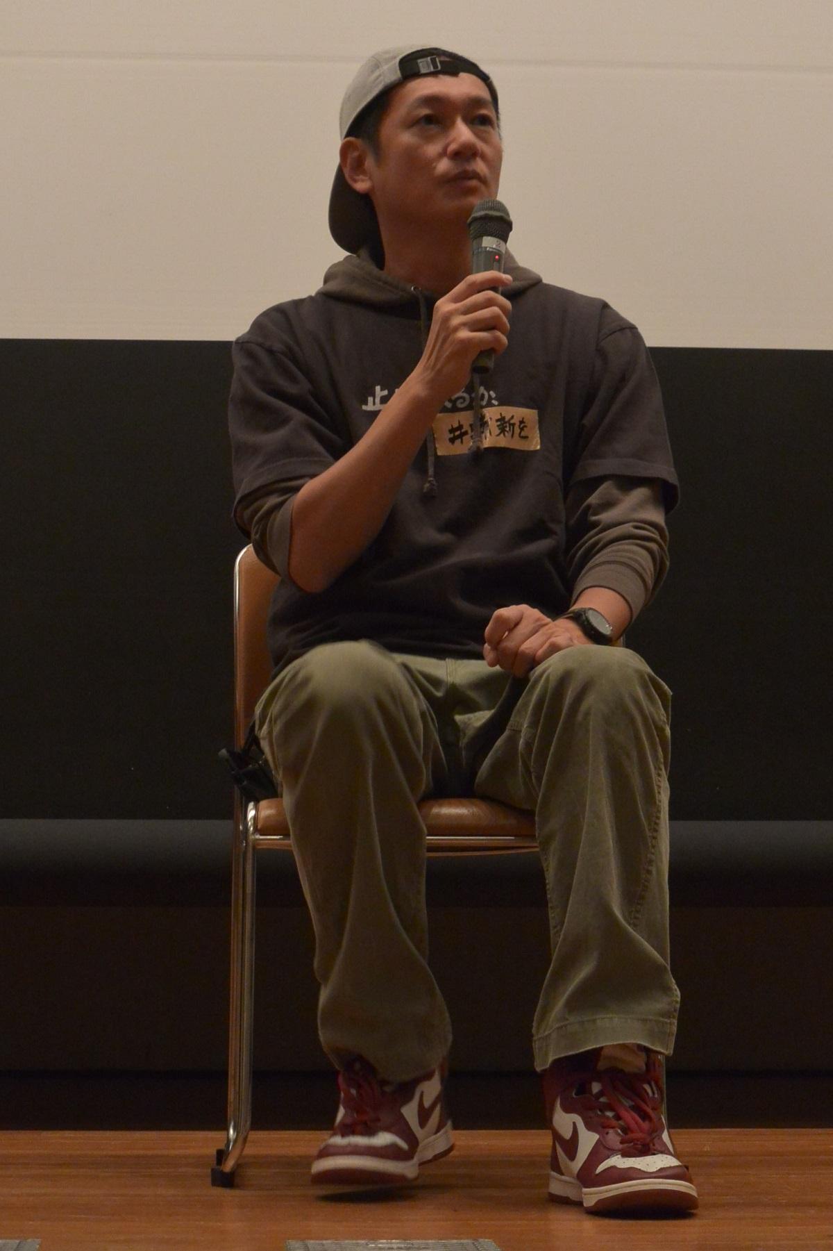 写真・図版 : 11月4日の映画祭最終日、『主戦場』上映決定を受けて、映画祭プログラムでの『止められるか、俺たちを』上映と、若松プロの『11.25自決の日 三島由紀夫と若者たち』の自主上映が同日夜にそれぞれ行われた。両作のティーチインに、白石和彌、辻智彦とともに、俳優の井浦新も登壇し、「来年もしっかり頑張ってください。応援しますから」と映画祭にエールを送った