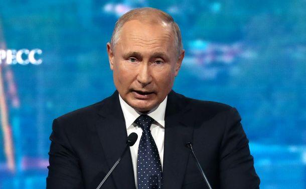 写真・図版 : ロシアのプーチン大統領=2019年10月2日、ウラジオストク