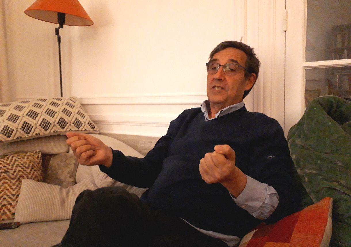 写真・図版 : エマニュエル・トッド氏=2019年10月9日、パリの自宅で