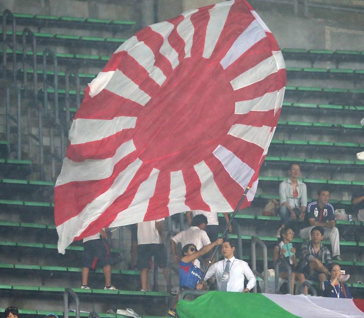 写真・図版 : 2020年東京五輪でもこういう光景が見られるのだろうか=2013年7月28日のサッカー東アジア杯の日韓戦 提供・東亜日報
