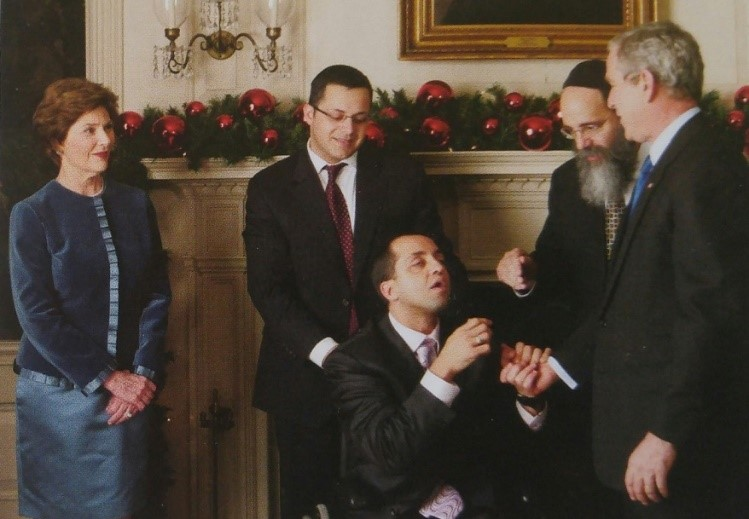 ブッシュ大統領を訪問したヨシさんとサミュエルズ師