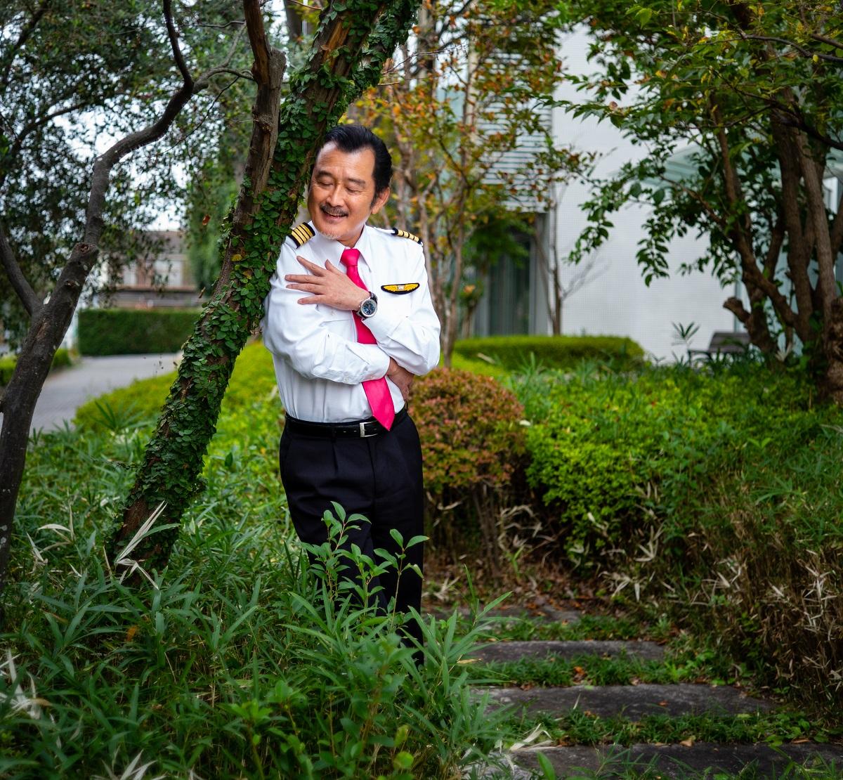 写真・図版 : パイロット役で主演の吉田鋼太郎
