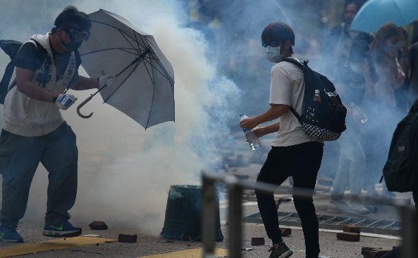 """未来をかけた""""戦場""""と化した香港で起きている事"""