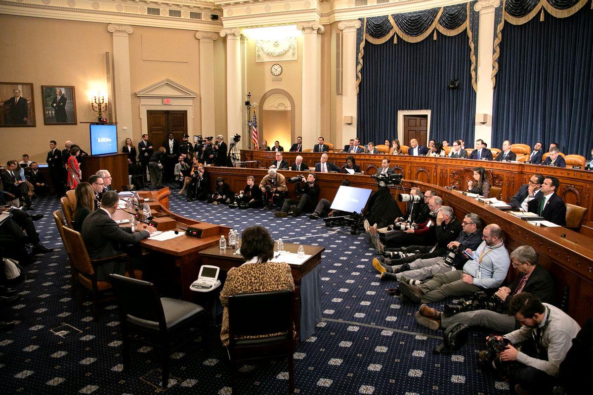 写真・図版 : 4人から証言を聴いた米下院の公聴会=2019年11月19日、ワシントン