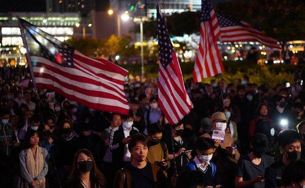 香港区議選の民主派圧勝と香港人権法成立で中国は