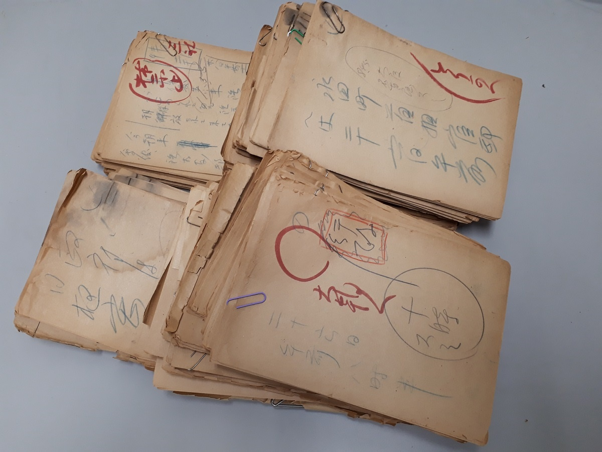 写真・図版 : 二・二六事件についての「電がら」の束の一部。東京朝日新聞から大阪朝日新聞などに送った記事と情報が記されている