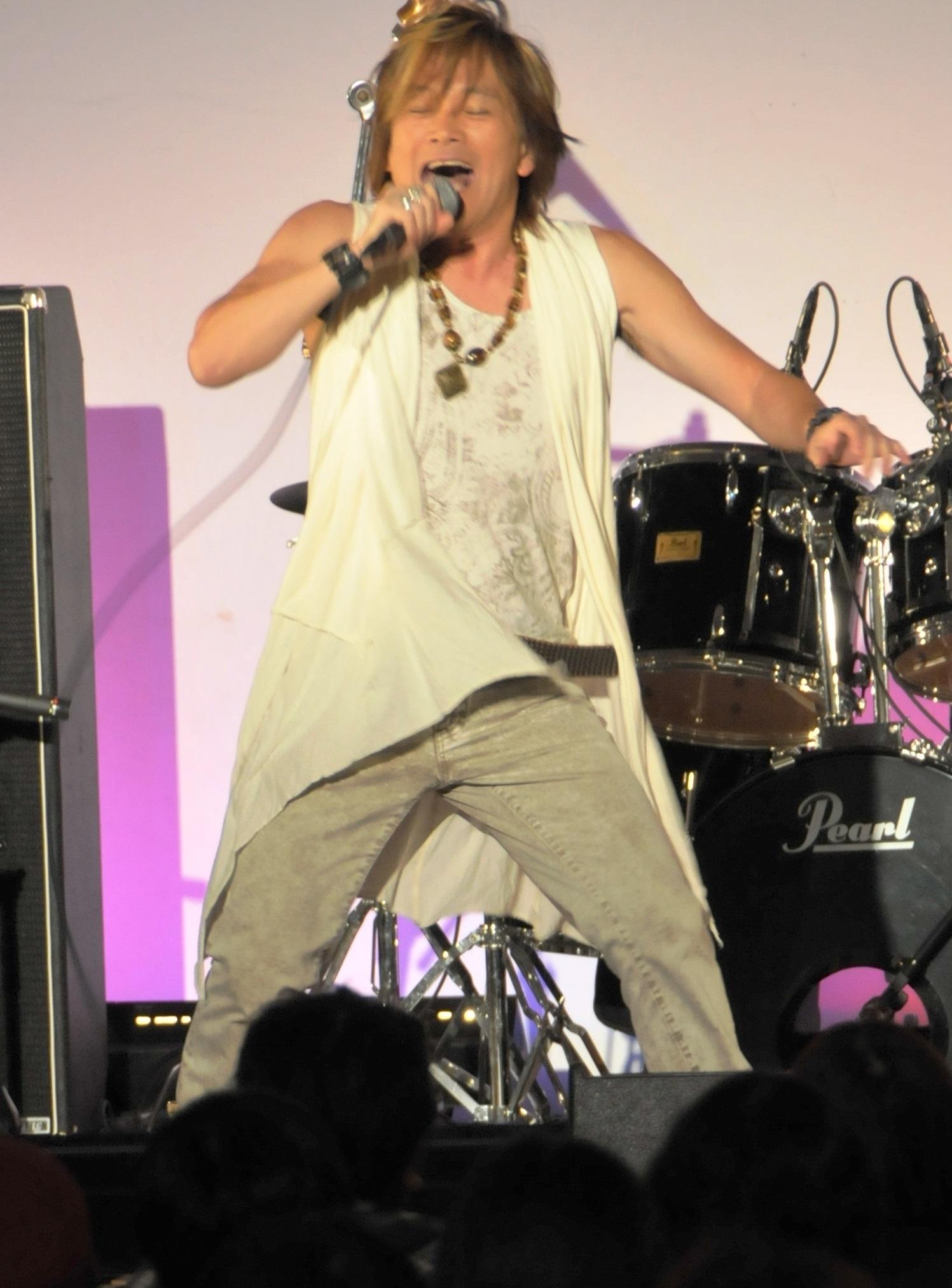 写真・図版 : 特撮・アニメソングの歌手として大御所の影山ヒロノブ
