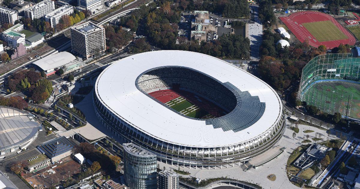 写真・図版 : 完成した新国立競技場=2019年11月30日、都内、朝日新聞社ヘリから