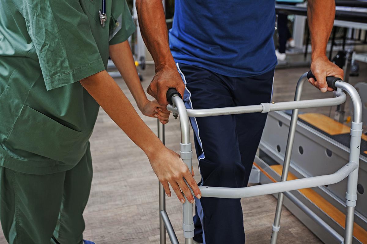 写真・図版 : 無駄な薬や治療は、患者は大きな損害を強いる xmee/shutterstock.com