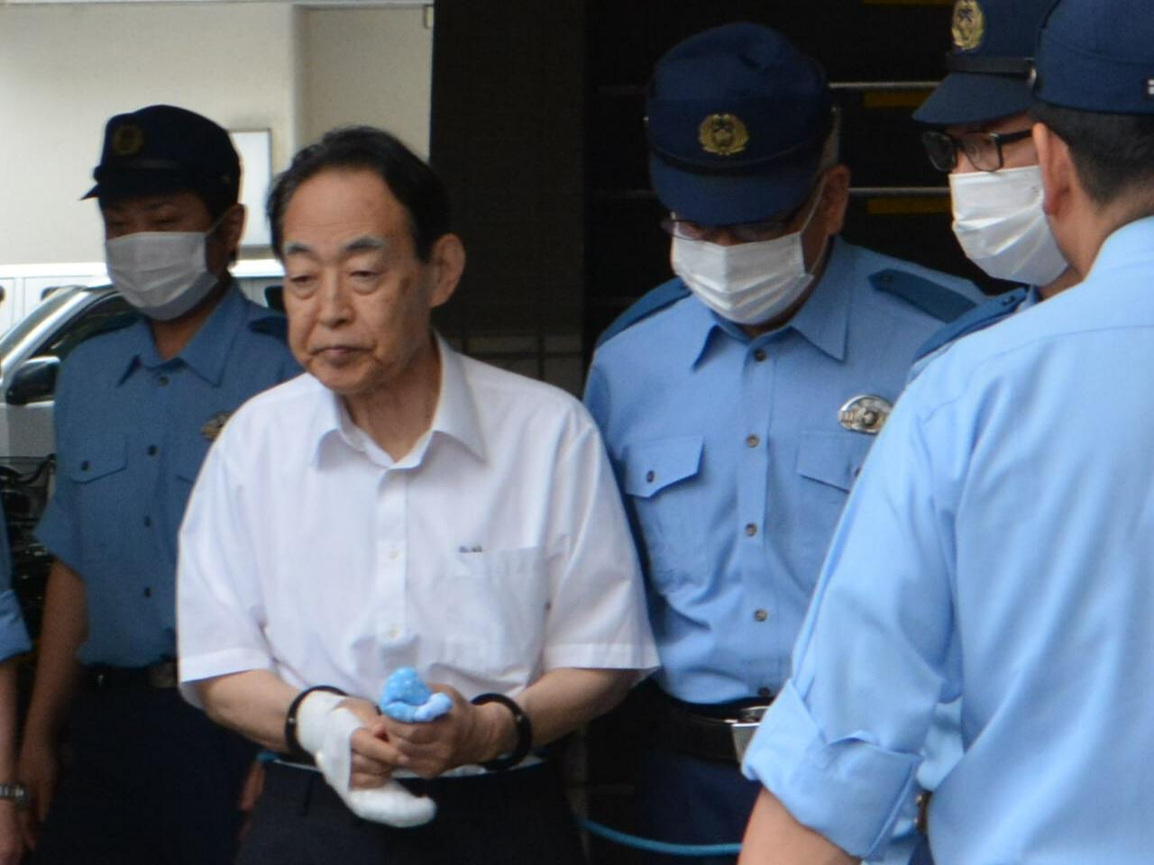 写真・図版 : 逮捕され送検された時の熊沢英昭被告=2019年6月3日