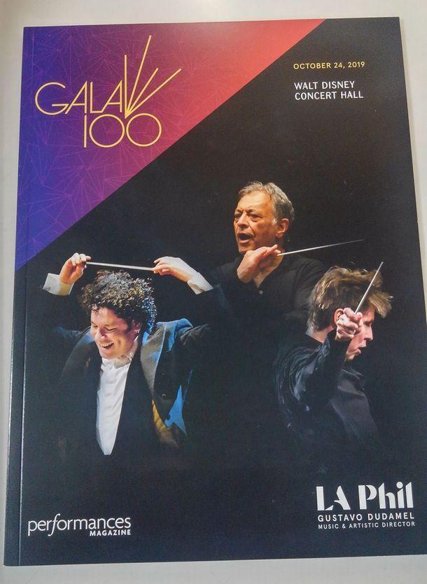 写真・図版 : LAフィル100周年ガラコンサートのプログラム=2019年10月24日、ロサンゼルス(筆者撮影)