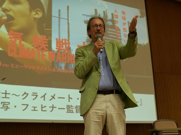 講演するカール-A・フェヒナー監督